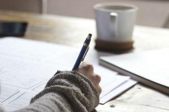 w jabłonnie czy w jabłonnej jak pisać